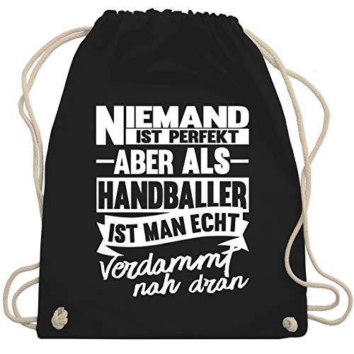 Shirtracer Handball Geschenk für Handballer - Niemand ist perfekt aber als Handballer ist man echt verdammt nah dran - Unisize - Schwarz - handball - WM110 - Turnbeutel und Stoffbeutel aus Baumwolle
